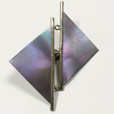 Titanium drie-hoeks broche met zilver