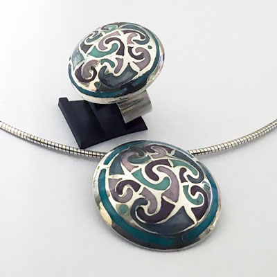Zilveren bewerkte set: hanger en ring